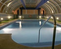 Hoteles con piscina climatizada en sevilla for Hoteles baratos en sevilla con piscina