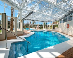 Hoteles con piscina climatizada en benidorm for Piscina climatizada benidorm